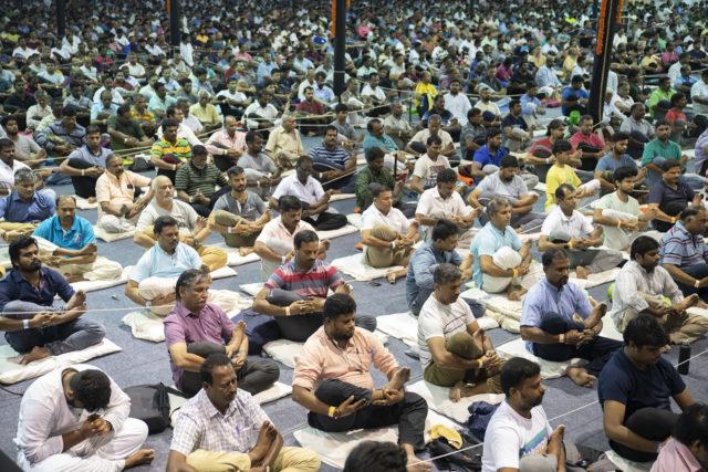 மருத்துவப் பணியாளர்கள், காவல்துறையினருக்கு இலவச யோகா வகுப்பு ஈஷா அறிவிப்பு!